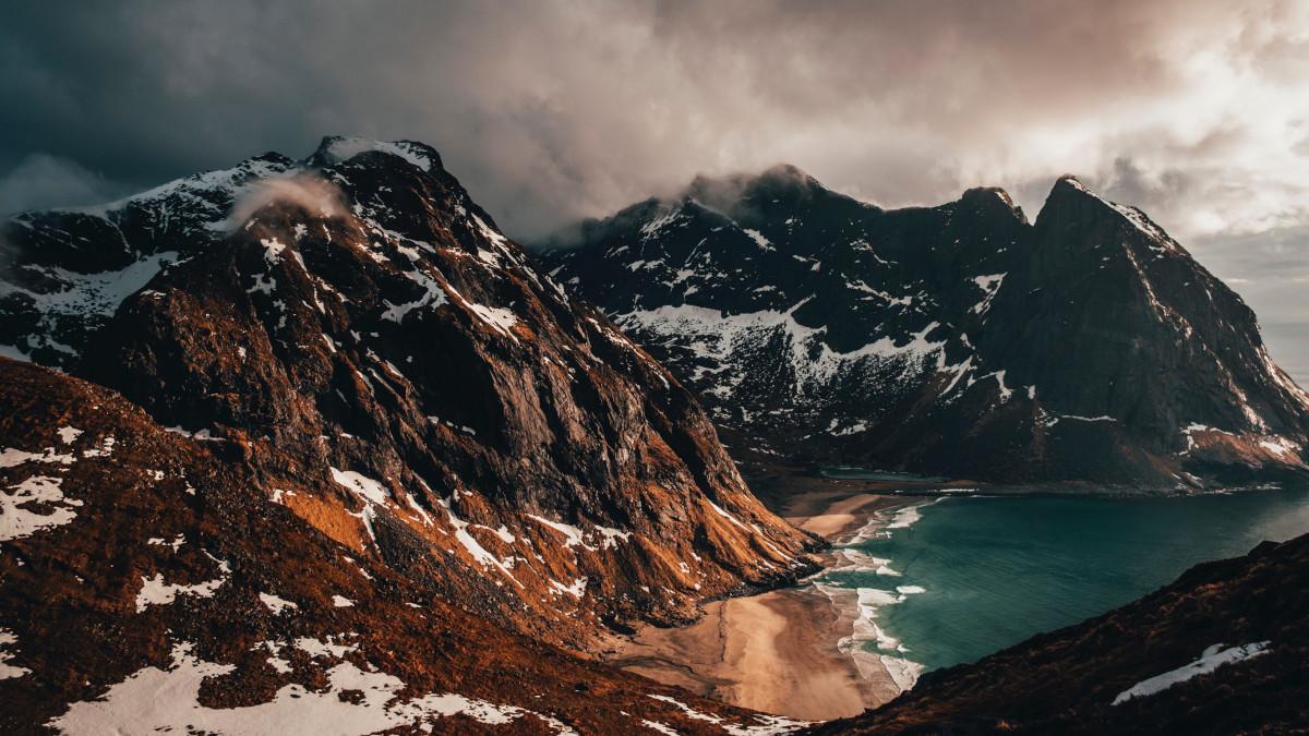 Trekking en Noruega / Foto: Kym Ellis (unsplash)