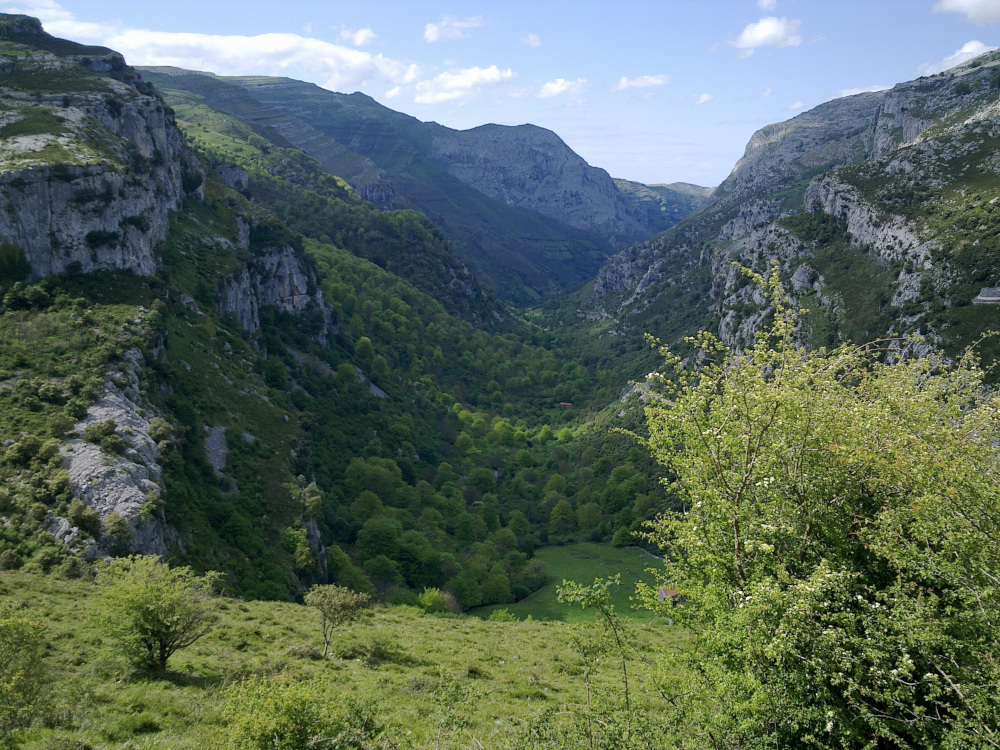 Valle del río Ason, Cantabria / Foto: AnaisGoepner [CC BY-SA 4.0] Wikimedia Commons