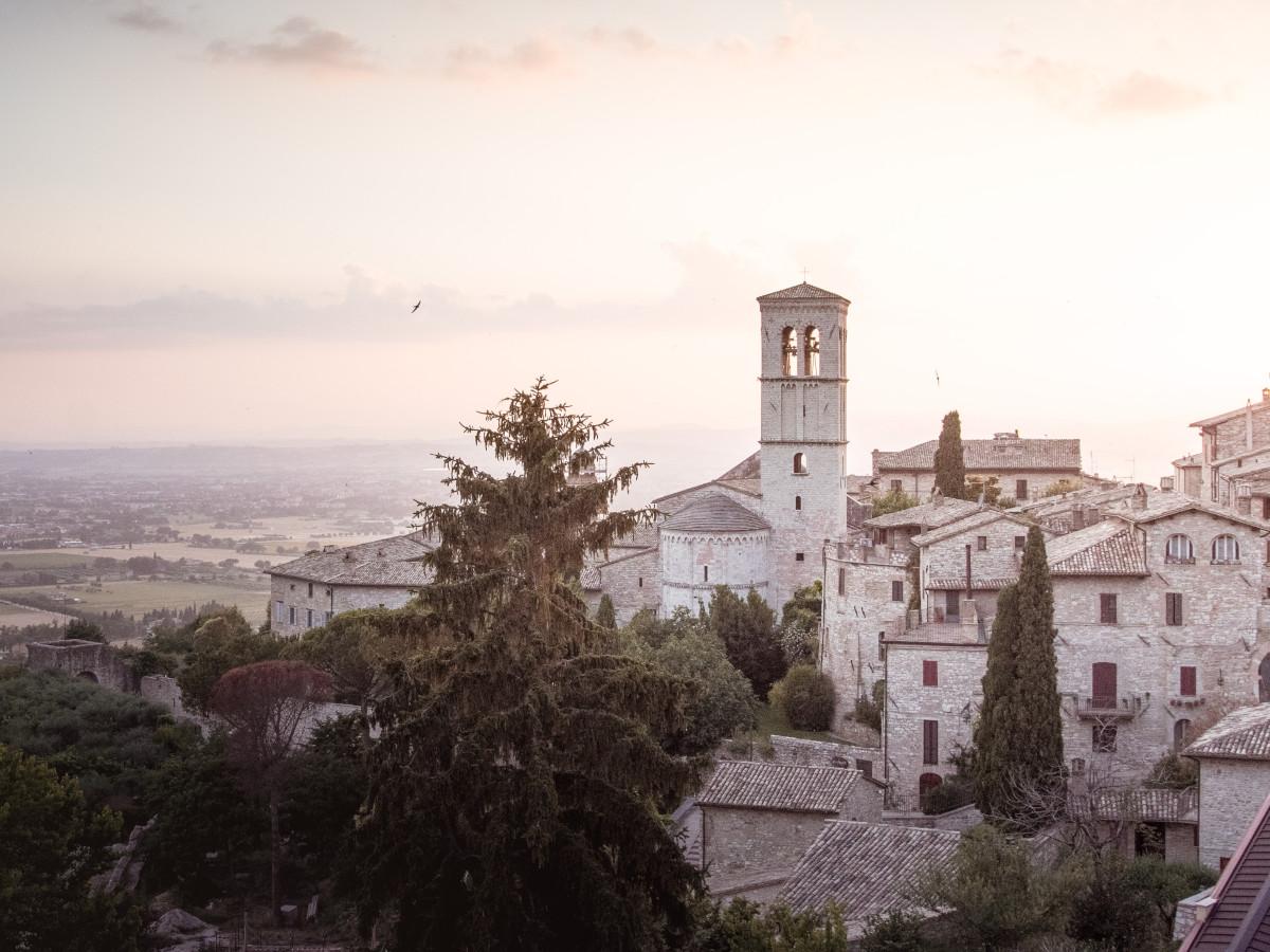 Vía de Francisco, Asís, Italia / Foto: Lachlan Gowen (unsplash)