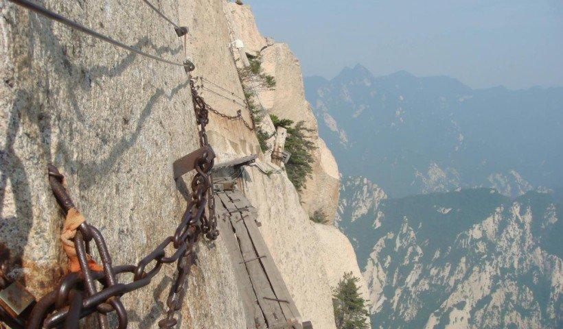 Travesia-pirenaica-The-Death-Trail-Mount-Huashan-China-by-escapehere-1