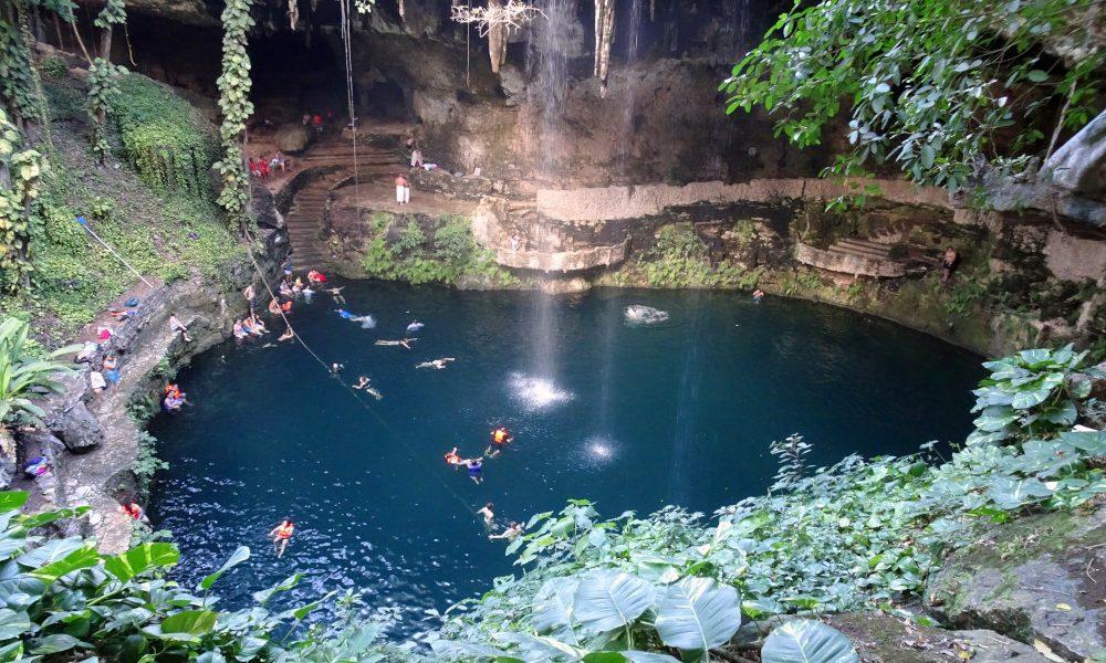 Cenote Zaci, Valladolid_(Yucatan)/ Foto: DaLoetz [CC BY-SA 4.0] Wikimedia Commons