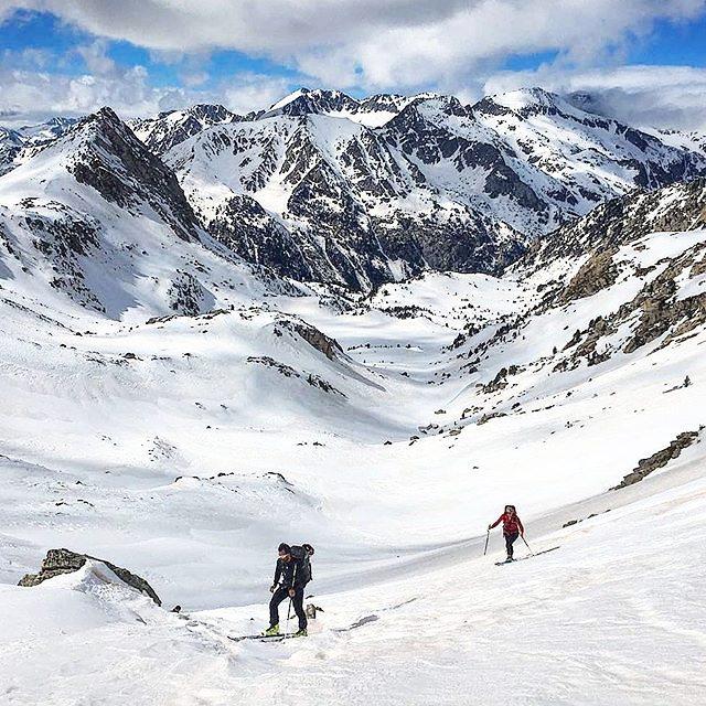 Ruta Carros Foc (6 refugios) 56km y +4100m, también con esquis. || by @canito_xitu (Instagram) #travesiapirenaica #Pirineos #Pyrenees