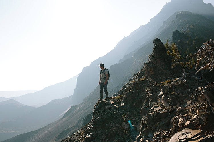 ropa-equipo-senderismo-trekking-alpinismo-750x500