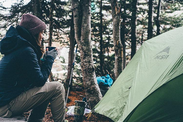 tienda-campaña-equipo-senderismo-trekking-alpinismo-750x500