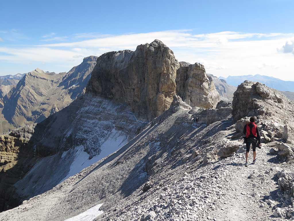 Descenso del Pico Taillón. Tres mil fácil de los PirineosDescenso del Pico Taillón. Tres mil fácil de los Pirineos