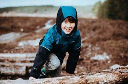 Vacaciones en los Pirineos: ¿qué equipo de montaña para niños necesitan tus hijos?