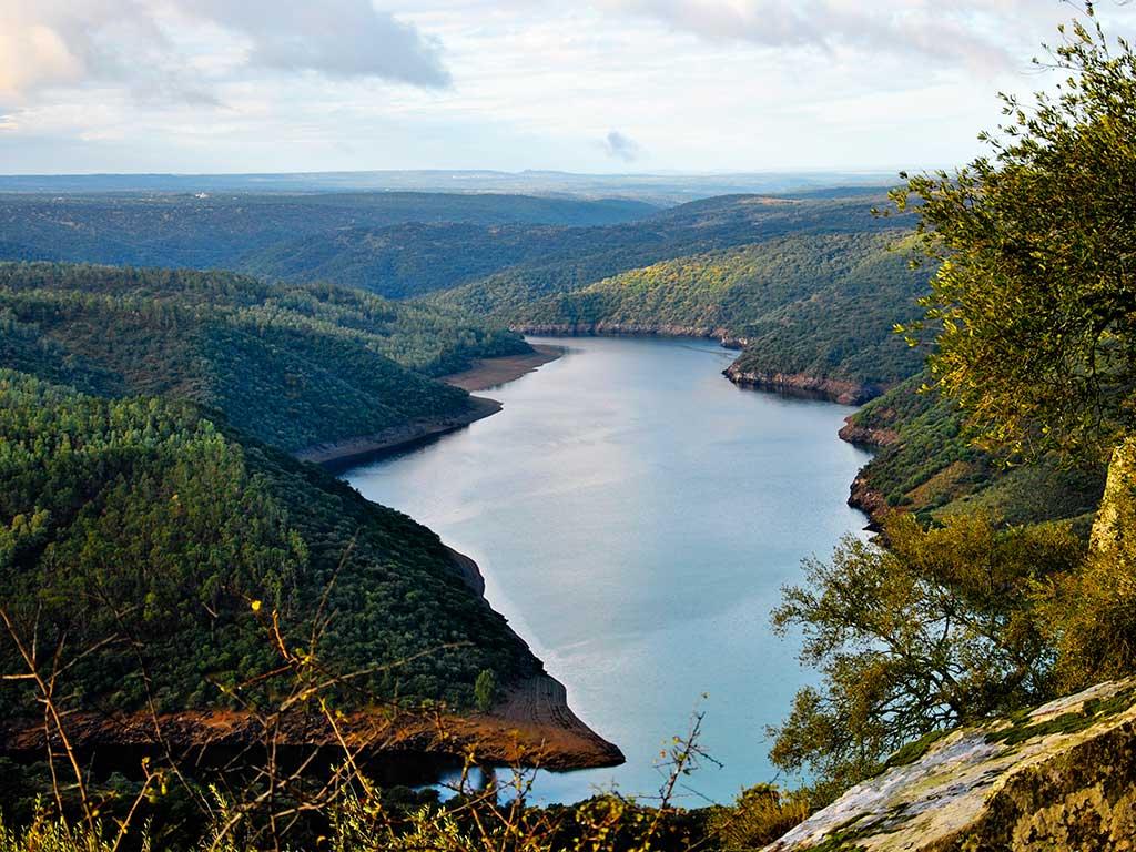 Foto (cc): Manolo Carbonell (Flickr) / Río Tajo a su paso por el Parque Nacional de Monfragüe