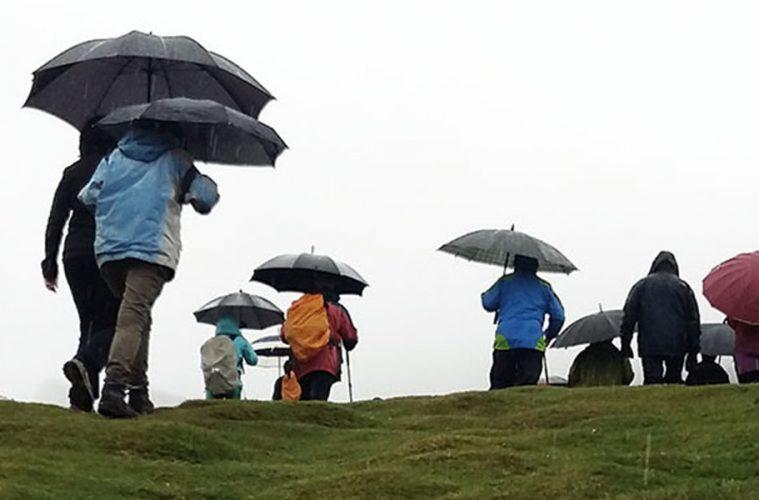 Paraguas para montañeros: los pros y contras de su uso en montaña
