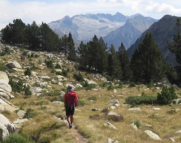 La Transpirenaica es una ruta de montaña que cruza los Pirineos de oeste a este —o al revés—.