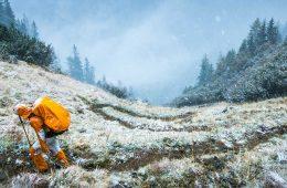 Senderismo en invierno en los Pirineos: ¿qué equipo debo llevar? / Foto: Tim Tiedemann