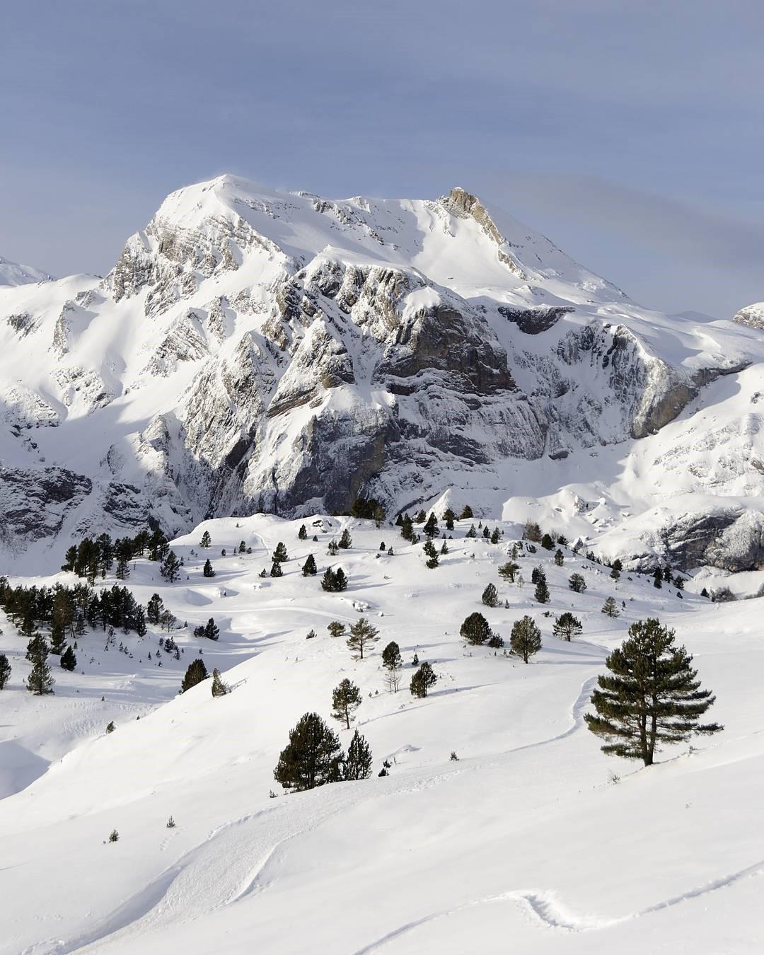 Fotografía montaña Pirineos by @a_girona