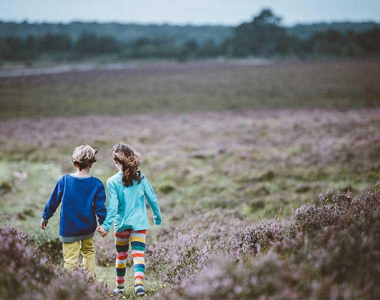 Qué necesito para hacer senderismo con niños / Foto: Annie Spratt