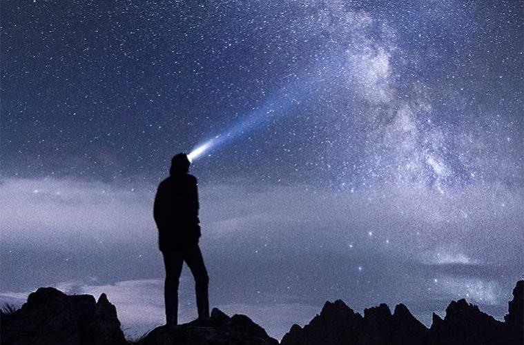 8 consejos para hacer senderismo en la noche