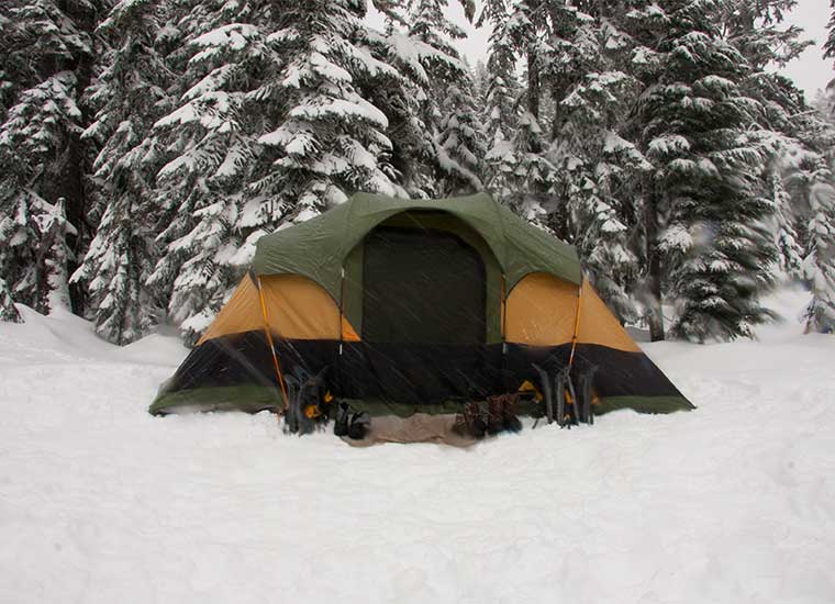 Dormir sobre la nieve con nuestra tienda de campaña
