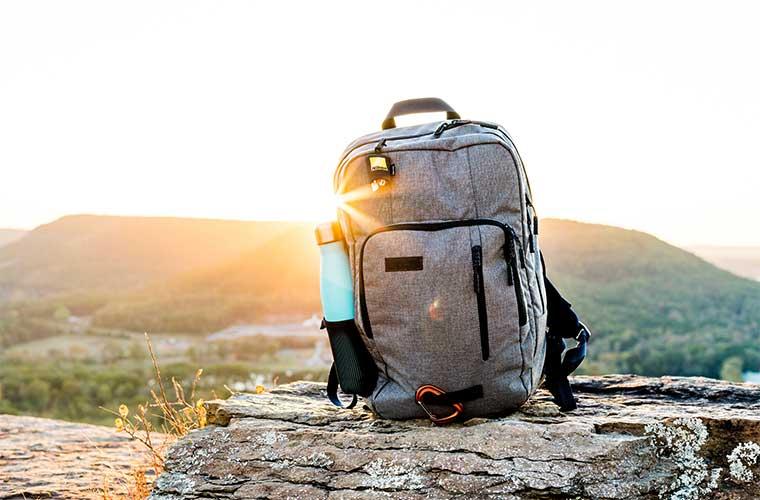 Cómo preparar tu mochila para el próximo viaje a la montaña / Foto: Josiah Weiss