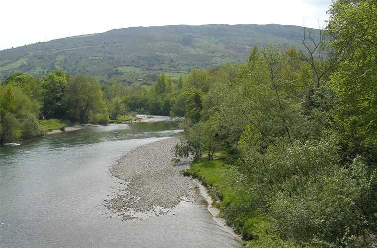 Descenso por el Río Deva en Cantabria / Foto: Kasiber (vía Wikimedia Commons)