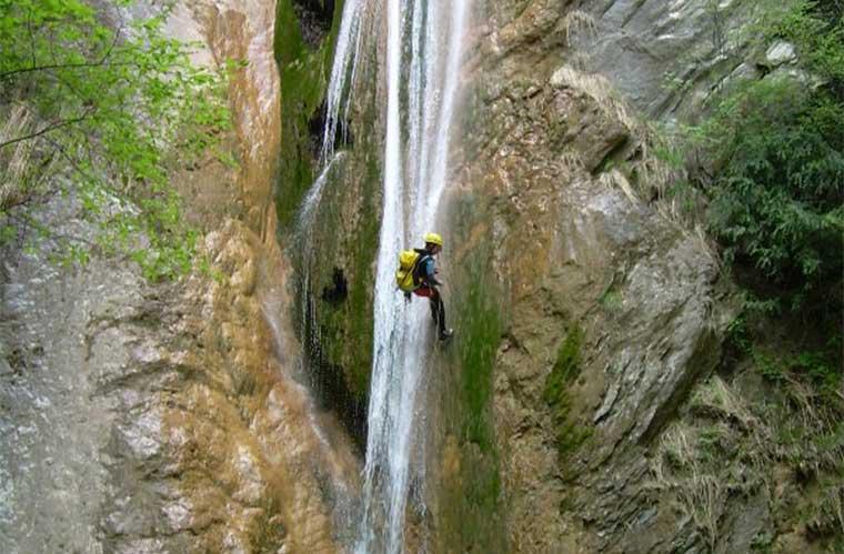 consejos para hacer barranquismo. Vallon de Grana (Valle Roya, Francia) / Foto: Roberto Schenone (vía wikimedia Commons)