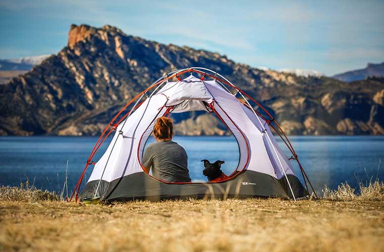 Dónde comprar tu equipo y accesorios de camping / Foto: Patrick Hendry