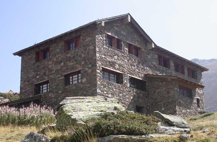 Refugi Comapedrosa / Foto: Joan-Simon (vía Wikimedia Commons)