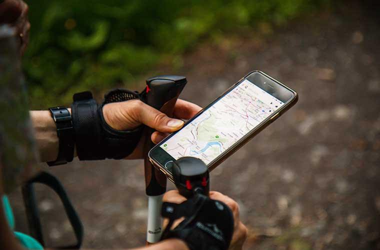 Un smartphone te puede ayudar en tu viaje / Foto: Antonio Grosz