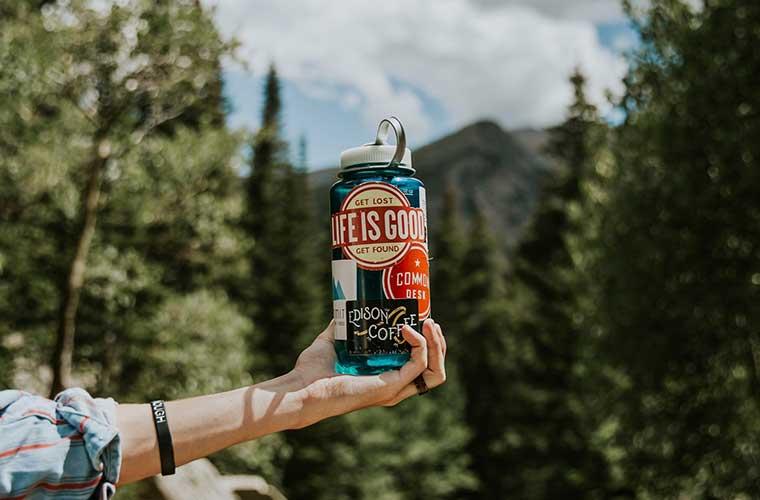 Agua en excursiones a la montaña / Foto: Averie Woodard