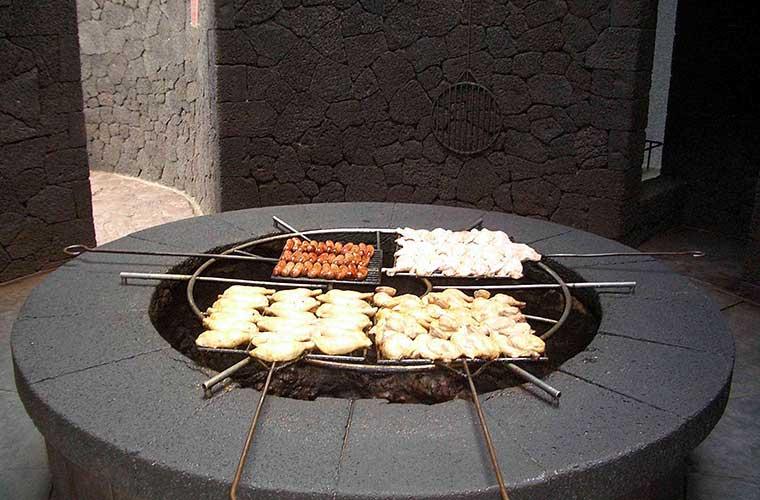 Vulkangrill en Lanzarote, Timanfaya / Foto: KaHe (vía Wikimedia commons)