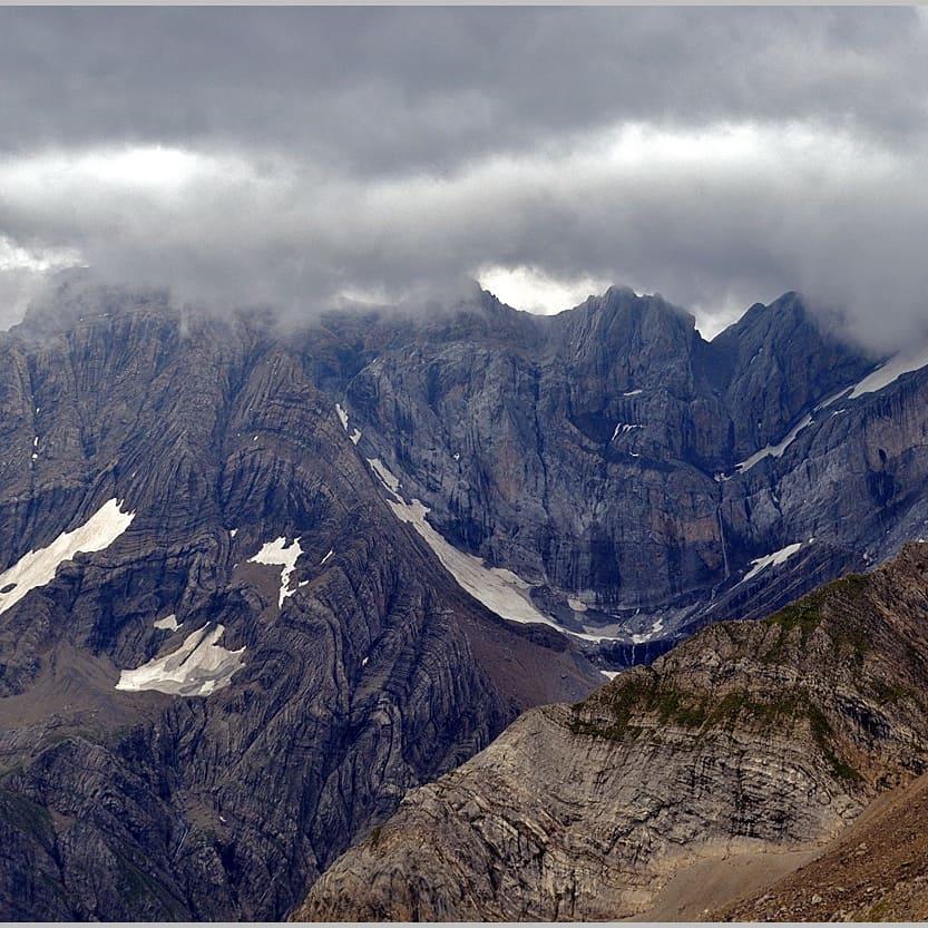 Fotografía montaña Pirineos by @jordilluis.pi