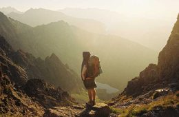 Consejos para hacer rutas de senderismo en climas calurosos / Foto: Danka Peter