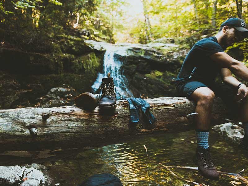 Cómo elegir calcetines para senderismo / Foto: Jake Ingle