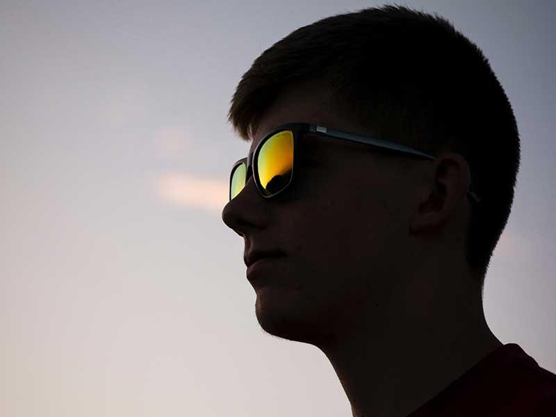 Elegir tus gafas de sol para la montaña / Foto: Steve Halama