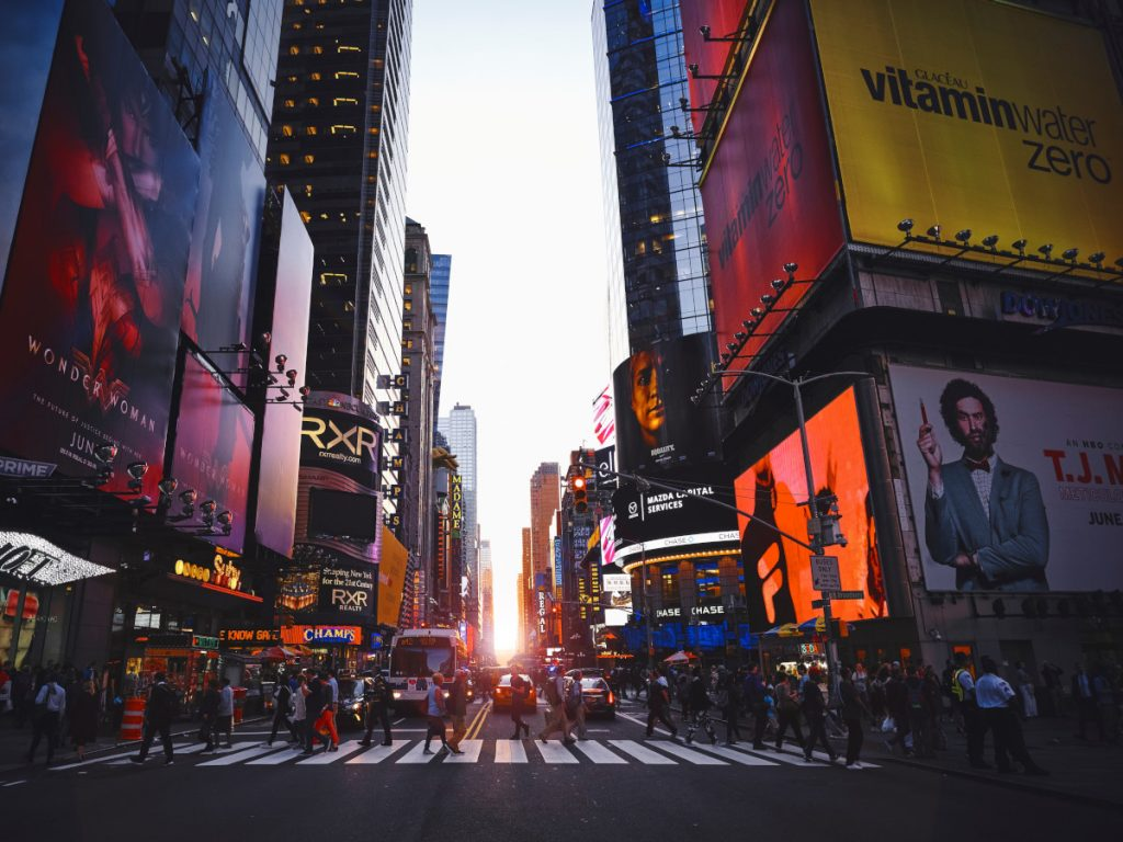 Times Square, New York, Estados Unidos / Foto: Luca Bravo (unsplash)