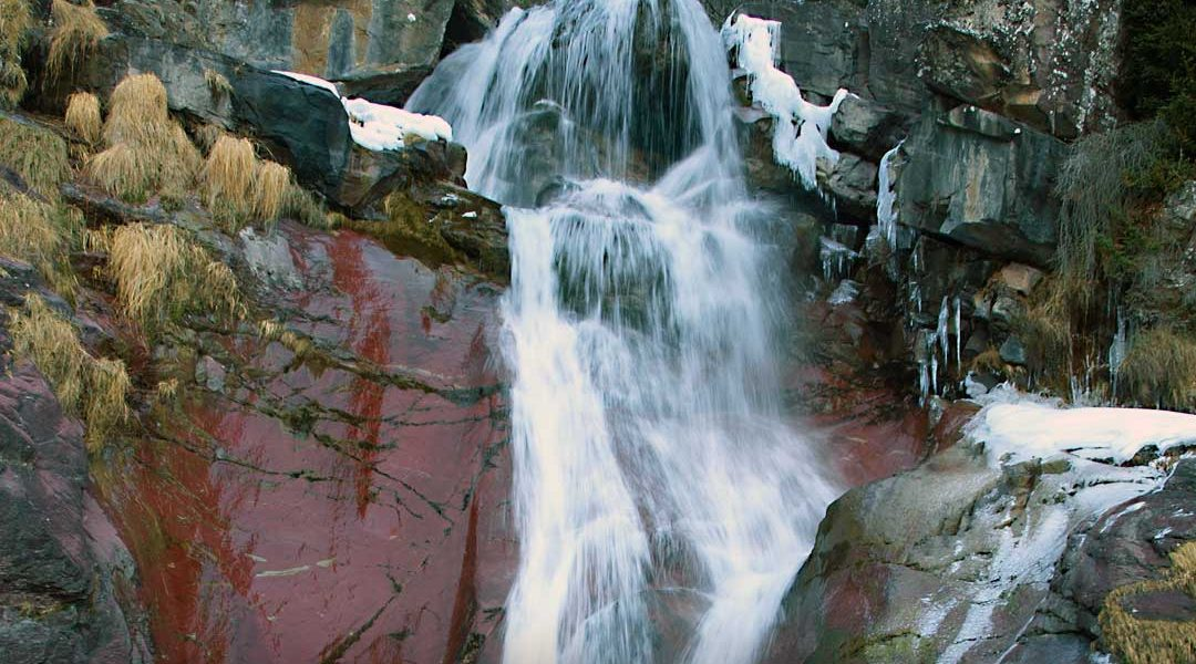 Cascada en La Larri / Foto: Olisacu [CC-BY-SA-4.0] Wikipedia Commons
