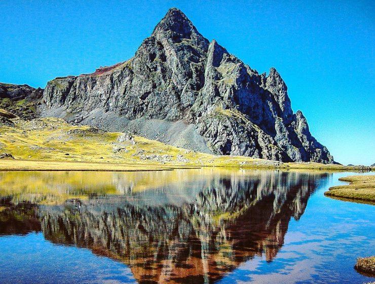 Pico del Anayet desde los Ibones del mismo nombre // Foto de @MontanasAqueras