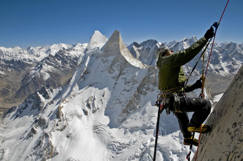Conrad Anker ascendiendo Mt. Meru. Imagen: Meru (película).