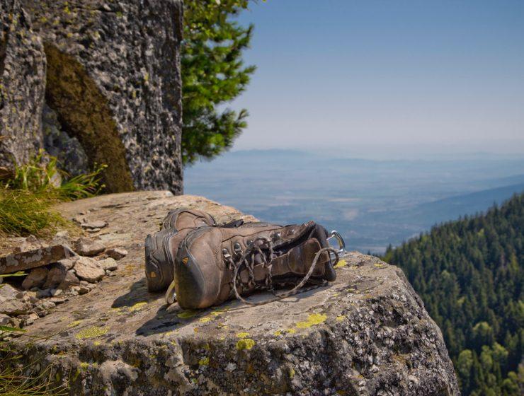Cuidado de los pies en senderismo. Foto: Vlad Tchompalov (Unsplash)