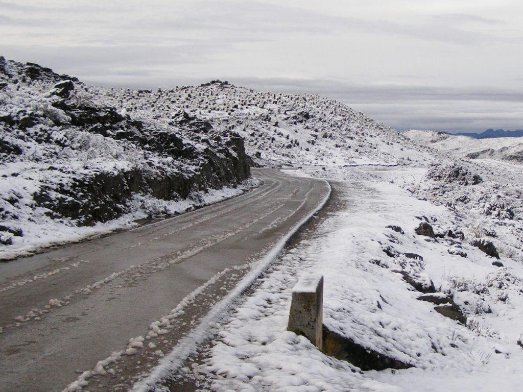 Carretera Pico El Aguila (Collado del Cóndor) / Foto: Isaac Bonyuet, CC BY-SA 2.0, (Wikimedia Commons)