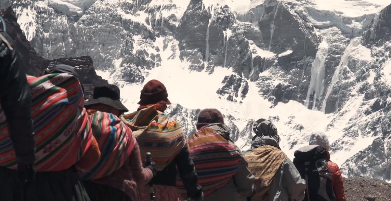 """Cholitas escaladoras. / Foto: Documental """"Cholitas"""" de Arena Comunicación Audiovisual"""