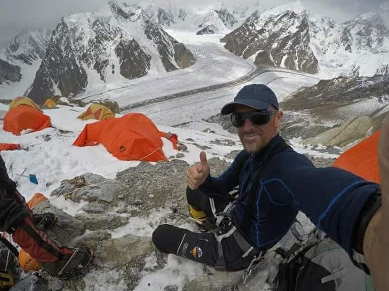 Sergi Mingote en el C2 del Broad Peak