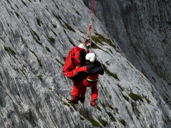 Cómo actuar en caso de accidente en montaña