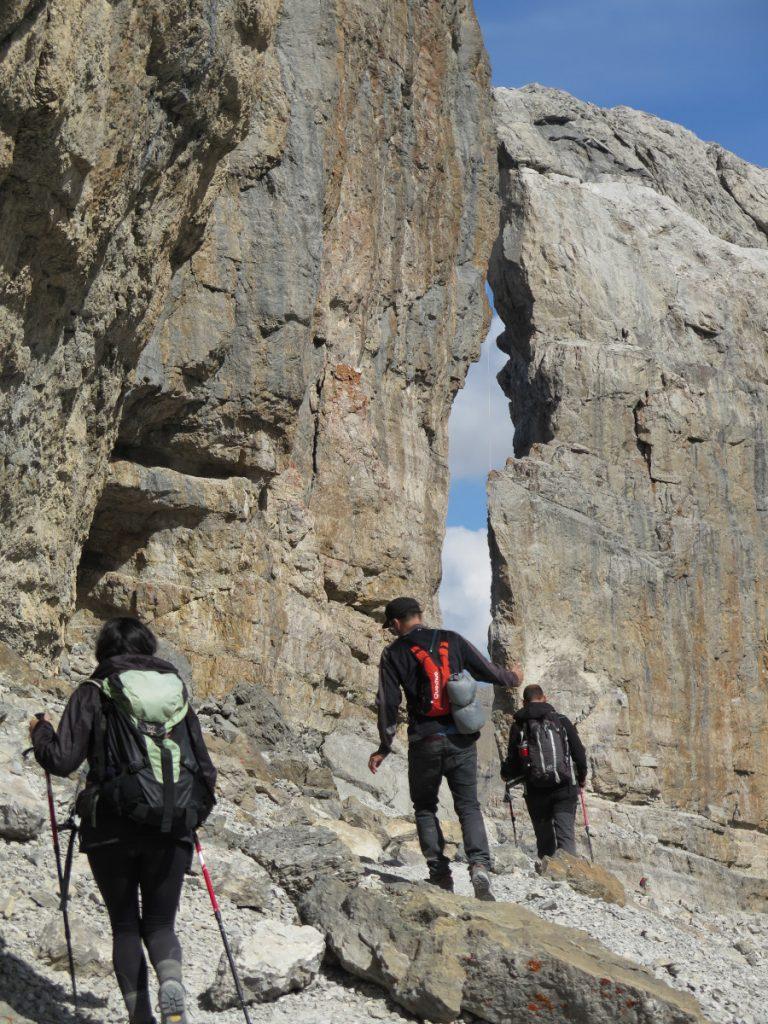 Brecha de Roland. Pirineos-Monte-Perdido. Tras haberla sobrepasado volvemos sobre nuestros pasos para descender al Refugio de Serradets. / Foto: Eduardo Azcona